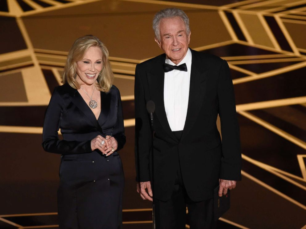 faye-dunaway-warren-beatty-oscars-ap-thg-180304_4x3_992